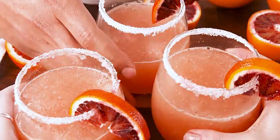 Cocktail glacé à l'orange sanguine et au vin rosé