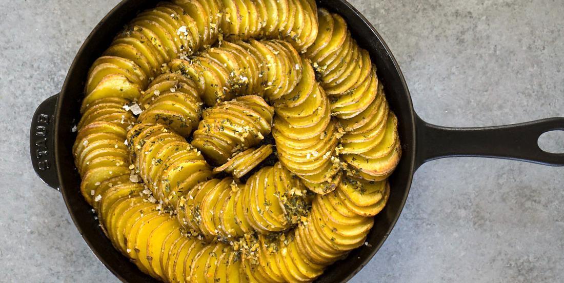 Couronne de pommes de terre croustillantes à l'ail... Bon, tout simplement!