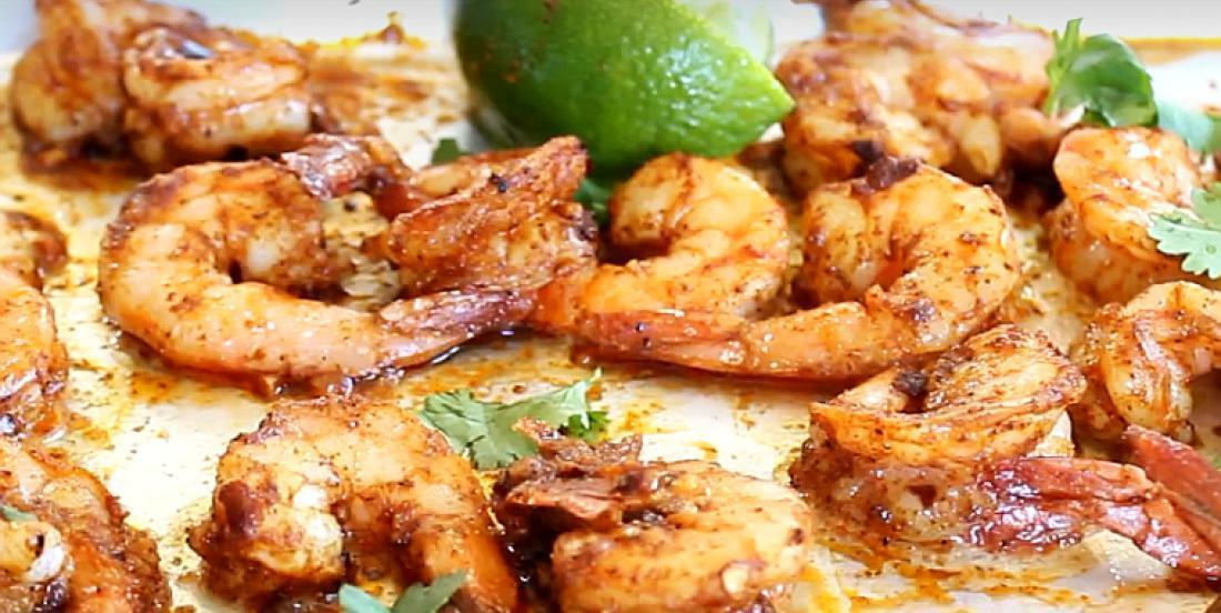 Crevettes épicées à l'ail cuites au four