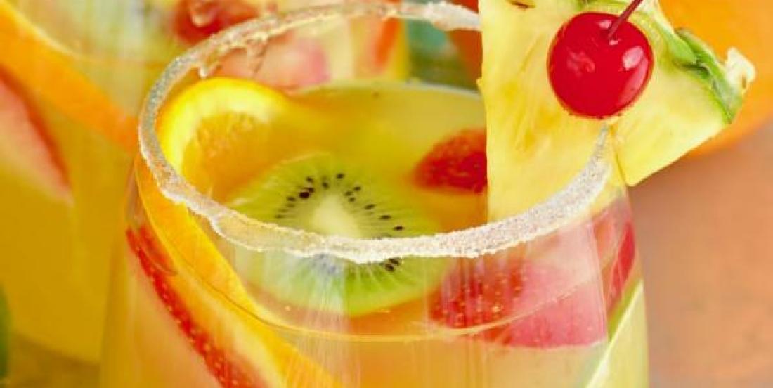 Margarita-sangria à l'ananas et au vin blanc