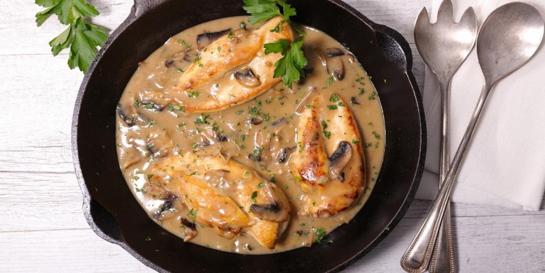 Poitrines de poulet en sauce crémeuse aux champignons et au parmesan