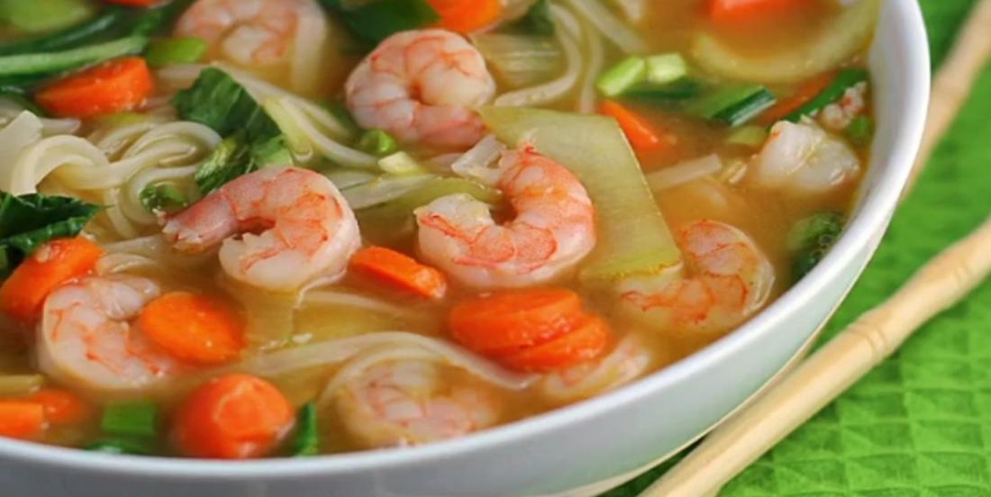 Soupe asiatique aux crevettes prête en seulement 15 minutes