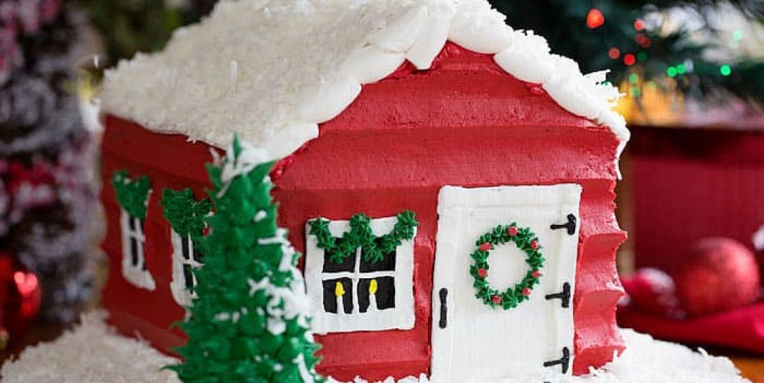 Recréez la majestueuse maison du Père Noël en gâteau au chocolat!