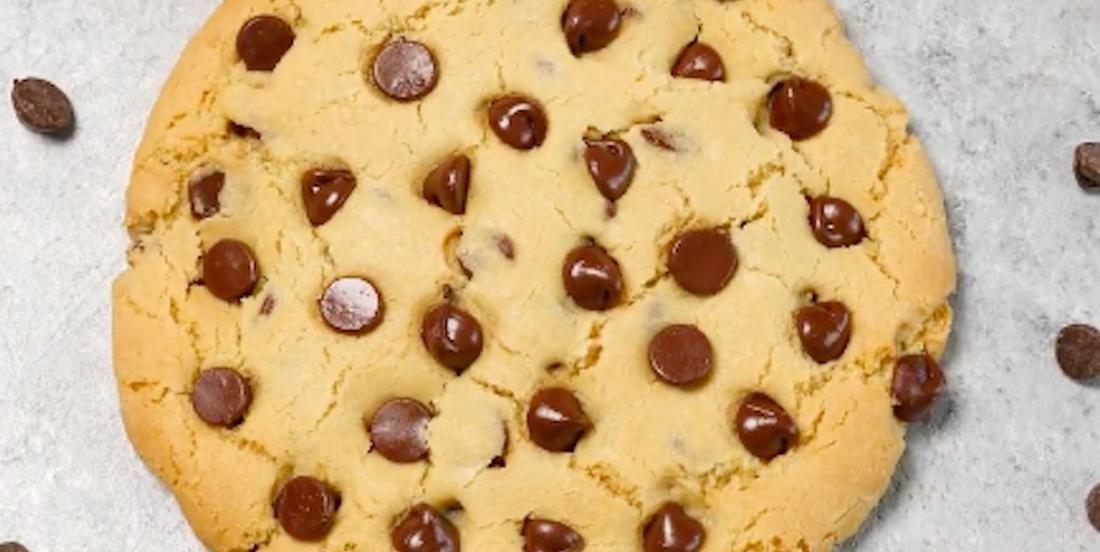 Méga biscuit aux pépites de chocolat
