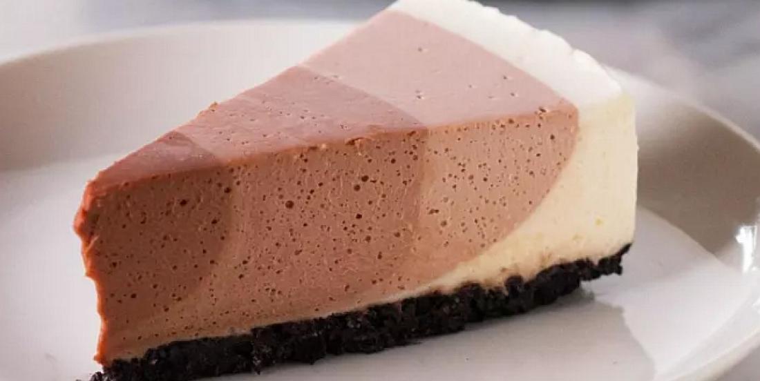 Savoureux gâteau au fromage aux multiples couches chocolatées