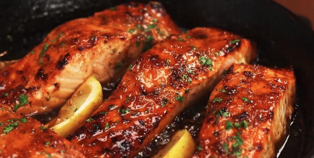 Le meilleure saumon à l'ail, au miel et au beurre brun