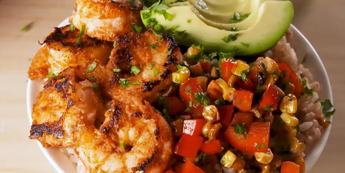 Crevettes rôties et salade de maïs grillé