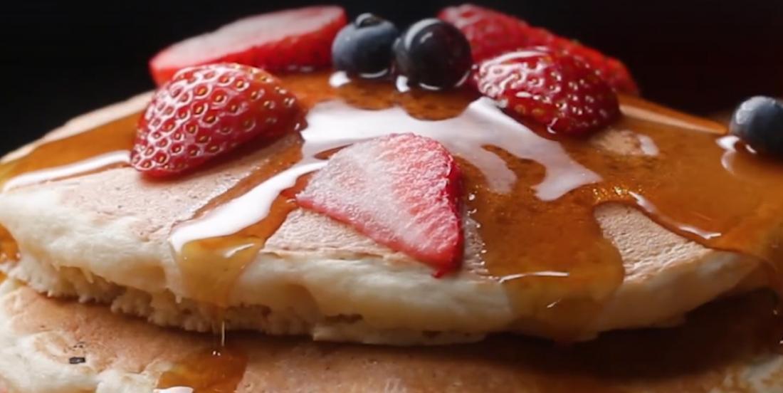 Pancakes faibles en glucides, véganes et sans gluten