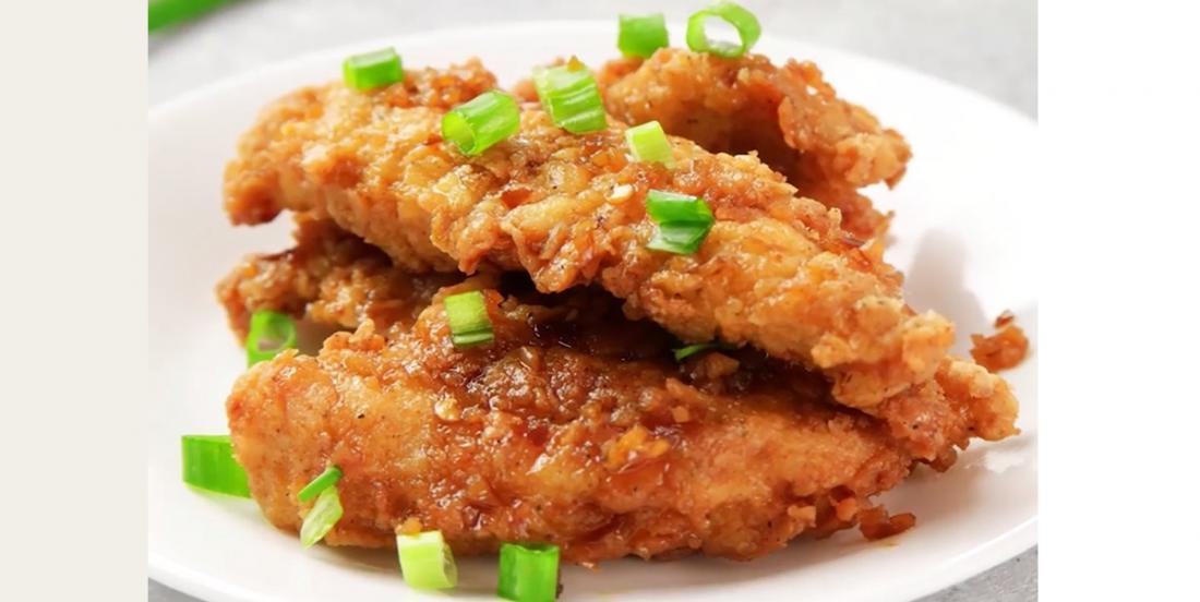 Doigts de poulet croustillants avec sauce miel et ail maison