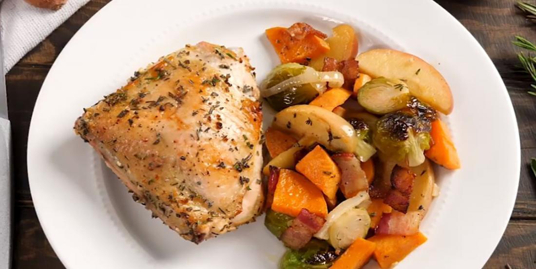 Souper rapide, souper facile... Poulet, légumes d'automne et pommes, le tout cuit simultanément au four!