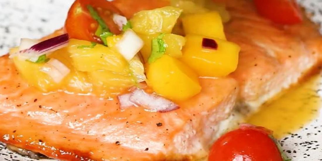 Saumon au miel avec salsa de mangue et d'ananas