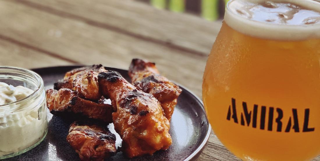 Savourez des ailes de poulet grillées à la bière Gin Ale de la Brasserie Amiral