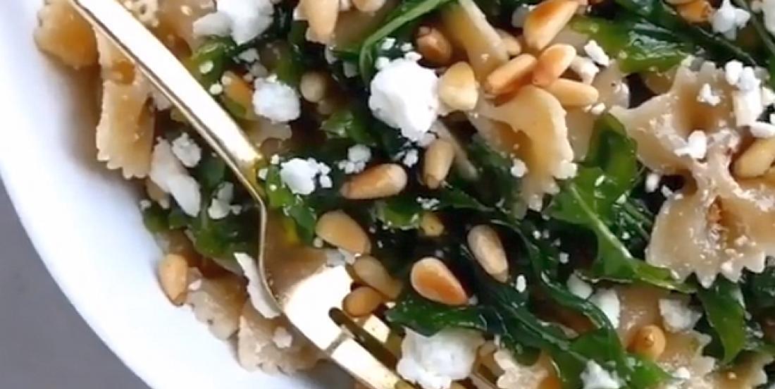 Salade tiède de farfalles d'inspiration grecque