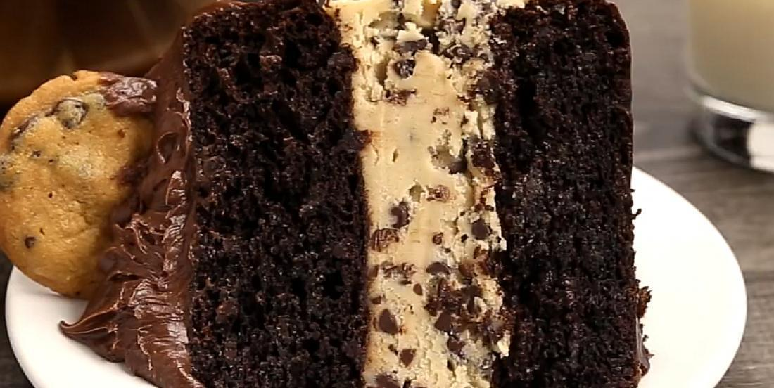 Gâteau étagé époustouflant au chocolat et à la pâte à biscuits