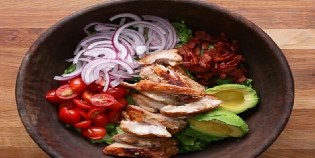 Combinez tous ces ingrédients afin d'obtenir une salade colorée au poulet moutarde et miel