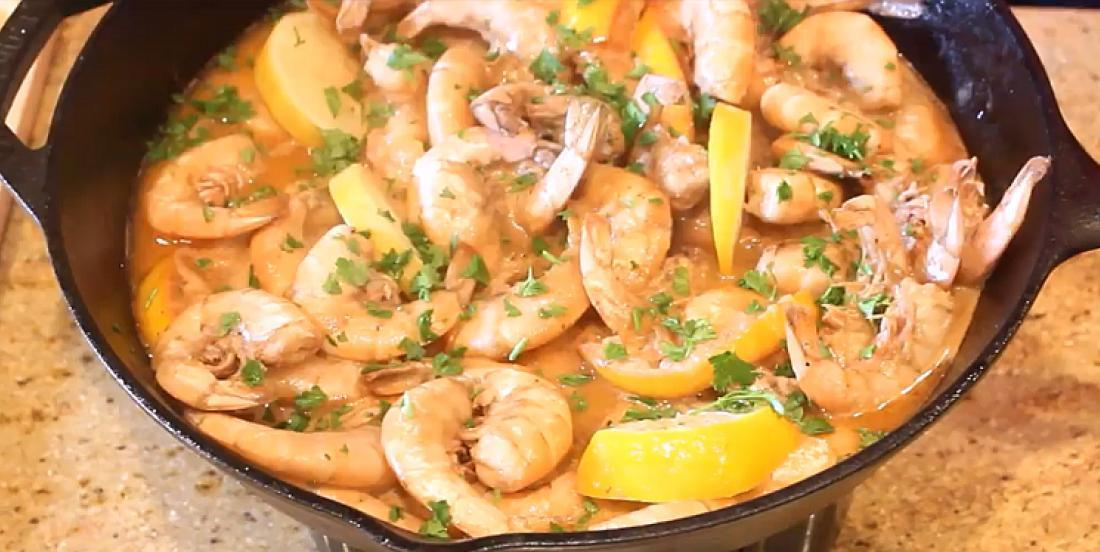 Crevettes de la Nouvelle-Orléans dans une sauce barbecue au citron