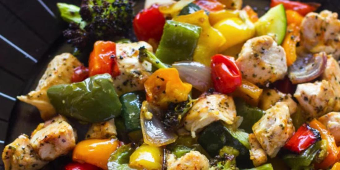 Un repas complet poulet et légumes grillés prêt en moins de 15 minutes