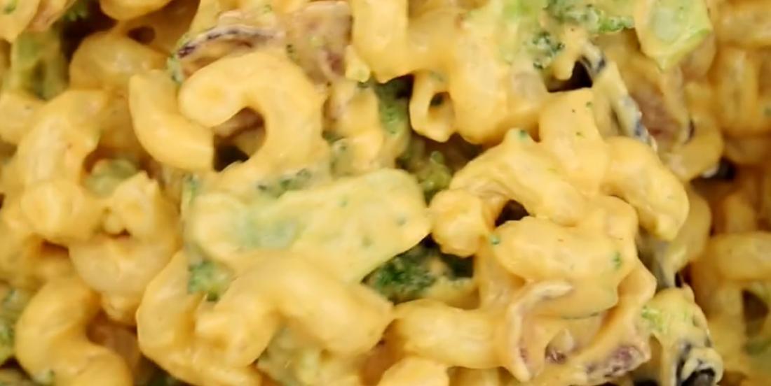 Macaroni au fromage, bacon et brocoli