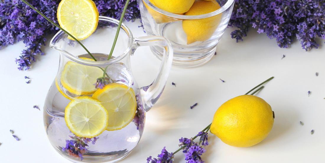 Cocktail très rafraîchissant au gin et à la lavande