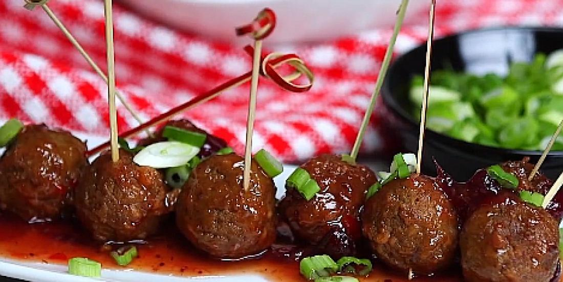 Mini boulettes festives à la sauce piquante aux canneberges