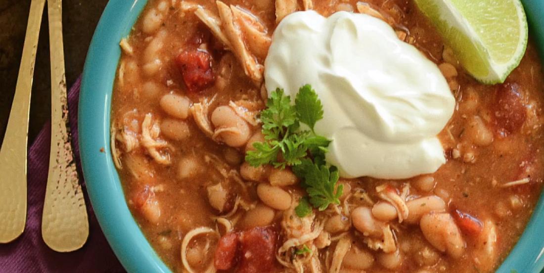 5 ingrédients suffisent pour cuisiner à la mijoteuse cet excellent chili au poulet ranch