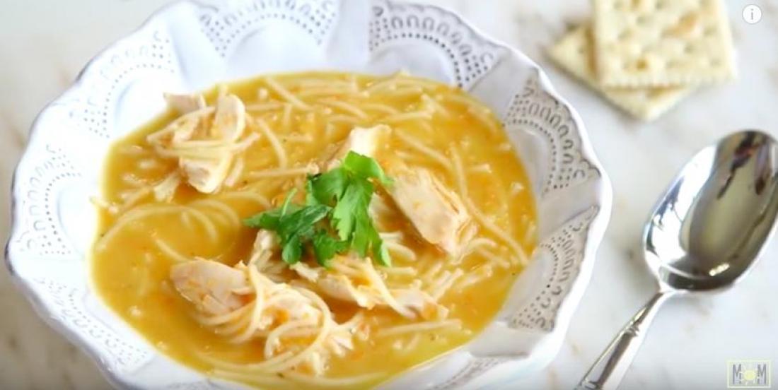 La soupe poulet et nouilles qui soulage le rhume