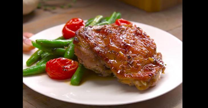 Poitrines de poulet désossées miel et ail avec légumes