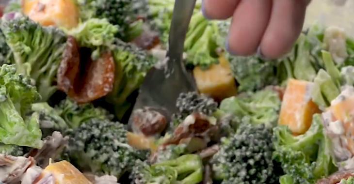 Salade de brocoli ranch, faible en glucides