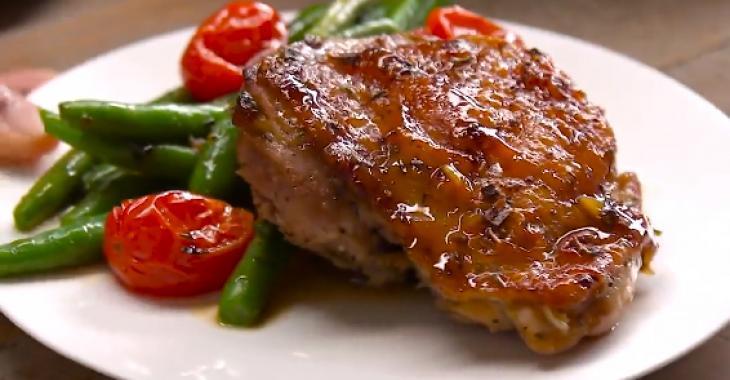 Hauts de cuisse de poulet et légumes poêlés à l'ail et au miel