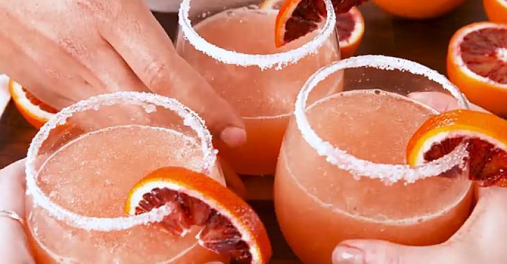 Cocktail glacé à l'orange sanguine et au rosé