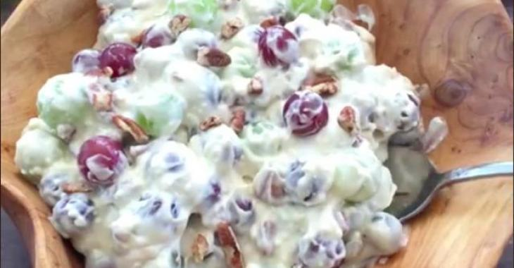 Salade crémeuse aux raisins et aux pacanes