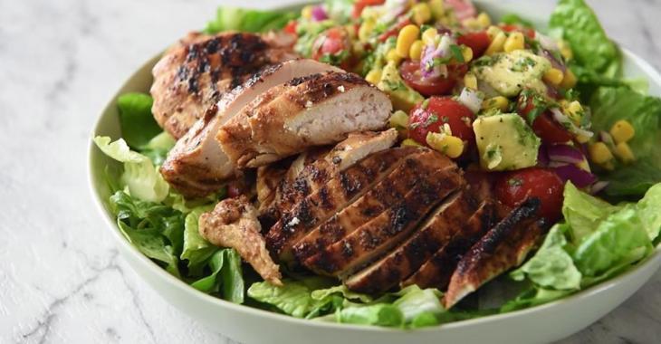 Salade mexicaine au poulet et avocat