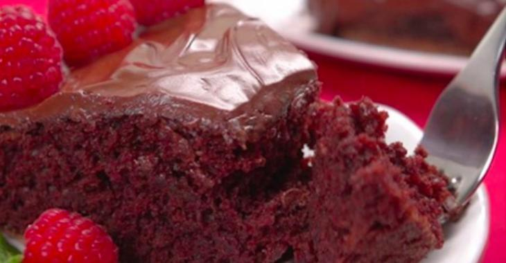 Voici un gâteau au chocolat fou à mélanger directement dans le moule à gâteau!