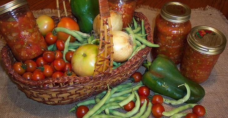Avec vos récoltes de tomates, faites ces 3 recettes de conserves de salsa à savourer toute l'année!